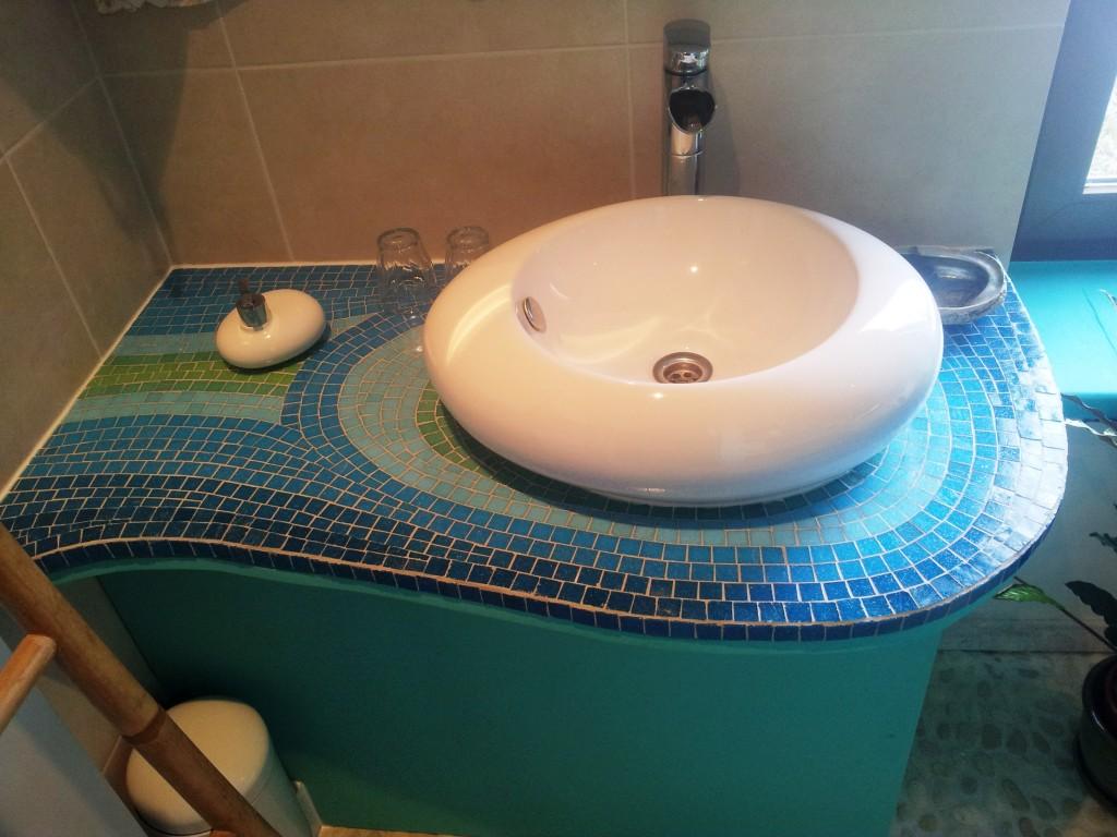 mozaïek rond lavabo